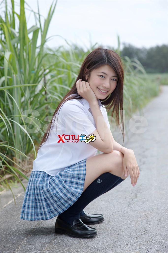 小松美咲さんのショートパンツ姿